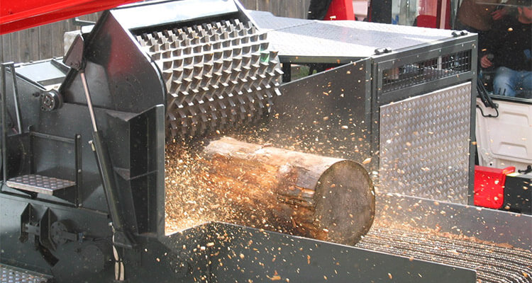 a picture of wood chipper working performance